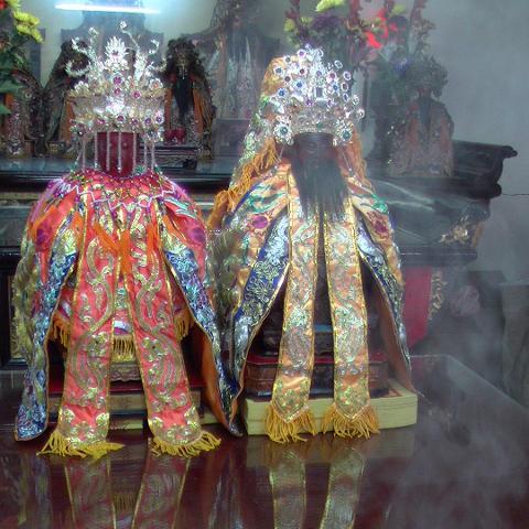 2014年九如王爺奶奶回娘家文化祭-為王爺及王爺奶奶添衣、戴冠  1