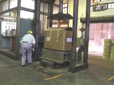 038 臺中大里菸葉廠-菸葉裝箱壓密與水分檢測-國立屏東大學拍攝