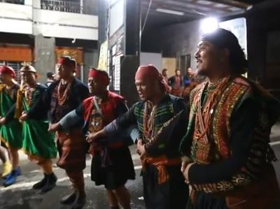 006 Tjiljuvekan頭目家傳統聯歡舞會─青年獻上祝福
