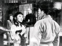 飾演小辣椒的張仲文(左)用計誣告康大龍(黃宗迅飾,右)強行侮辱她