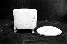 2千年前秦末南越武王趙佗墓地中出土的陶奩,係陶製裝盛東西的器皿