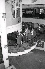 國立歷史博物館館長包遵彭(前左)親自接待利比亞眾議員訪華團一行5人