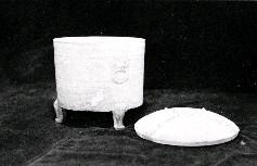2千年前秦末南越武王趙佗墓地中所出土的陶奩,保存完整,彌足珍貴