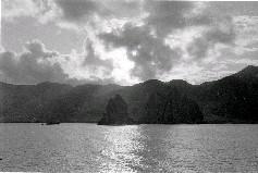 蘭嶼屬於安山岩與玄武岩集塊層的地質,並有部份為更新的紅土層,在自然風化與侵蝕作用下,造就了相當多變的奇岩景觀,許多趣味十足的特殊地形