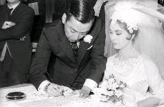林黛與龍繩勳於民國50年2月12日在九龍天主教玫瑰堂完成終身大事