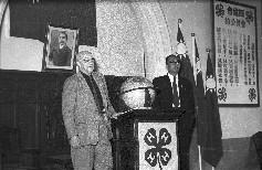 兩位主講者,農復會專家白仁德博士(左)和日本四健會代表高原(右)