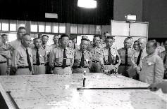警備總司令部承辦單位正在兵棋台實施假想情況推演簡報