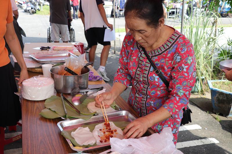 雲南美食文化季-潑水節(定遠社區):米干製作過程-成型