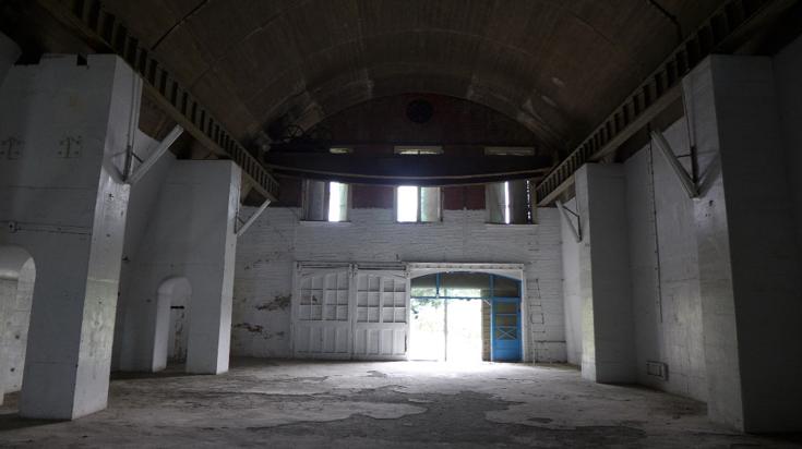 前日治時期電信所的大碉堡,改作鳳山招待所關押低階官兵的「山洞」囚禁空間